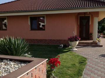 Reality Štefanec /ID-10566/, Veľký Meder, okr. Dun. Streda, predaj 4 iz. rod. domu, pozemok 940 m2, CENA: 142.500,-€