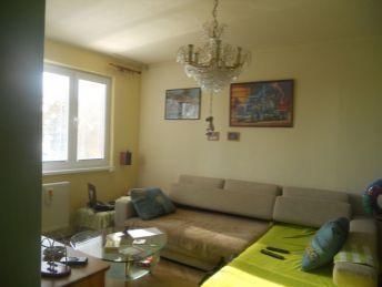 3-izb.byt /68 m2/ s loggiou a 2 pivnicami v širšom centre Bánoviec n/B.
