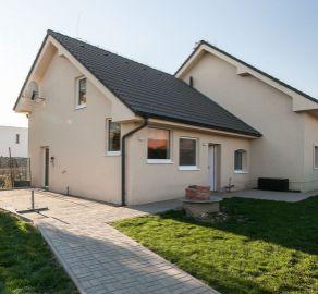 AKCIOVÁ CENA - EXKLUZÍVNY PREDAJ priestranného rodinného domu v peknom prostredí