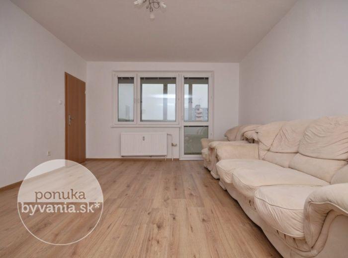 PREDANÉ - PAVLA HOROVA, 2-i byt, 46 m2 – kompletná rekonštrukcia 2016, zasklená LOGGIA, zrekonštruovaný bytový dom, ihneď voľný