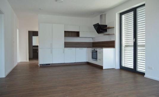 Prenájom 3 izbového bytu s terasou vo Wolfsthale