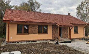 NOVOSTAVBA 4 izbový bungalov 149 m2, pozemok 988 m2, Bojnice