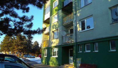 BÁNOVCE NAD BEBRAVOU  3 izbový byt blízko centra