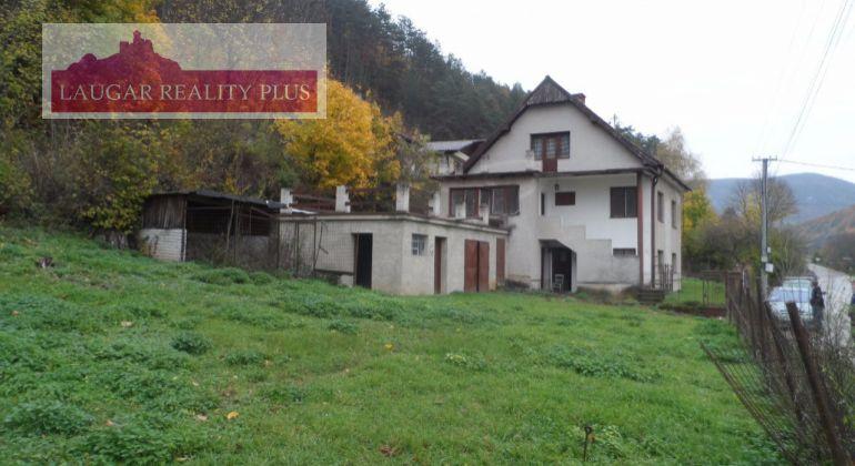 IBA U NÁS! Rodinný dom na predaj v Trenčianských Tepliciach.