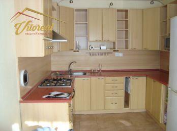 EXKLUZÍVNE - Predáme 3 izbový byt s loggiou - pražský  typ