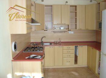 REZERVOVANÉ - EXKLUZÍVNE - Predáme 3 izbový byt s loggiou - pražský  typ
