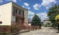 PREDAJ - dvojgeneračný dom v tichej lokalite Zlatovce, Trenčín