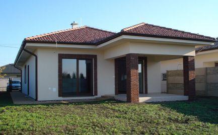 Praktický 4 izb rodinný dom v tichej časti obce Michal na Ostrove