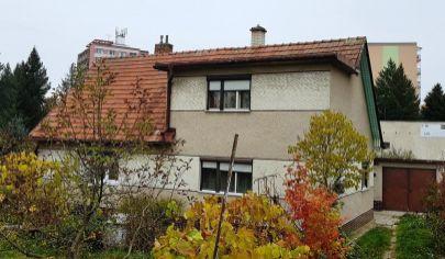 BÁNOVCE NAD BEBRAVOU 4 izbový roddinný dom, pozemok 1044m2,
