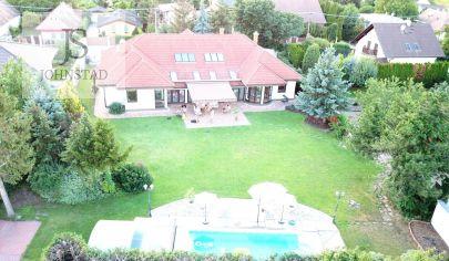 Rodinná villa - vonkajší krytý bazén, vnútorný bazén, fínska sauna, parná sauna, záhrada so zavlažovaním, pozemok 2105m2, totálne súkromie
