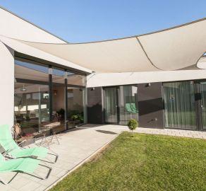 EXKLUZÍVNY PREDAJ novostavby moderného a dizajnovo zladeného bungalovu