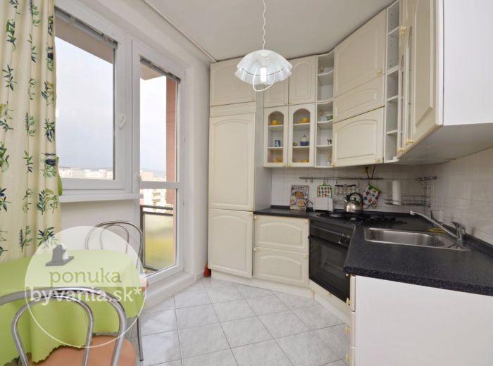 PRENAJATÉ - NARCISOVÁ, 3-i byt, 65 m2 – rekonštrukcia, 2 BALKÓNY, zateplenie, KOMPLETNE ZARIADENÝ, ihneď voľný, vyhľadávaná lokalita