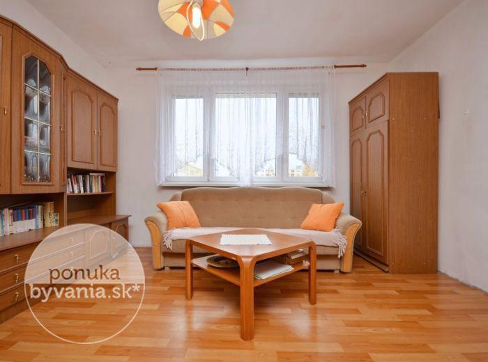 PREDANÉ - HÁLOVA, 3-i byt, 69 m2 – príjemný byt s loggiou, ZATEPLENÝ bytový dom, pokojná lokalita, kúsok od CHORVÁTSKEHO RAMENA