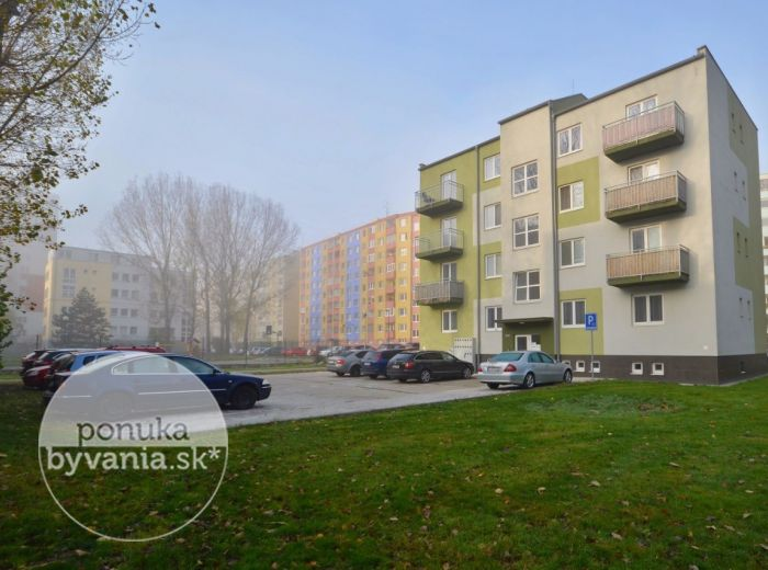 PREDANÉ - ANDRUSOVOVA, 1-i byt, 29 m2 – moderný TEHLOVÝ byt, priestranná kúpeľňa s oknom, kompletne ZREKONŠTRUOVANÝ dom, nízke náklady