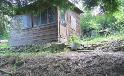 Záhrada so záhradnou chatkou v lokalite Zlatá hora v Lamači.
