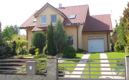 EXKLUZíVNE NA PREDAJ nádherný Rodinný dom v úžasnom prostredí zelene k nasťahovaniu