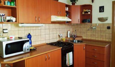 TOPOĽČANY - 3 izbový byt, 5 posch, 76m2, P.O.Hviezdoslava.