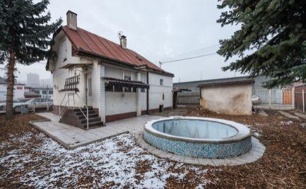 ZNÍZENÁ CENA: Dom na bývanie aj podnikanie+ Garáž, Omská ul, KE - JUH
