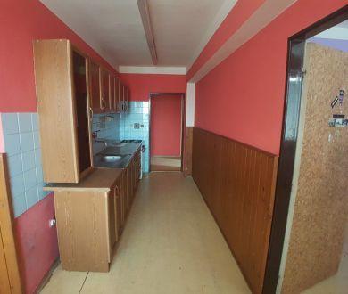 REZERVOVANÉ!!! 3 - izbový byt 81,5m2, pôvodný stav, Považská Bystrica