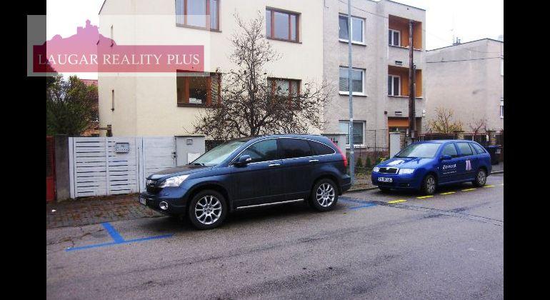 Kancelárie na prenájom - RD, samostatné 2.p. tichá lokalita Sihoť 1, Trenčín