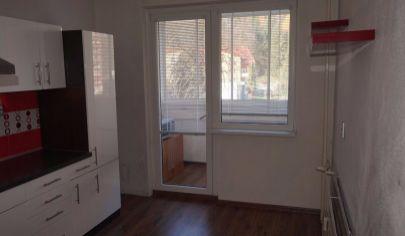 HANDLOVÁ,3 izbový byt,1 poschodie,70 m2