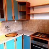 Čiastočne zariadený 2-izb byt s balkónom aj loggiou v Ružinove, Komárnická