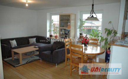 PREDANÉ - UHROVEC - 4 - izbový dom na predaj / pozemok 400 m2 / rekonštrukcia / IBA U NÁS