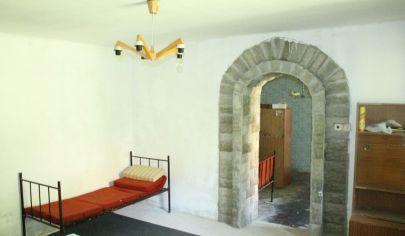 OBSOLOVCE 3 izbový rod dom, pozemok výmera 1700 m2, okr. Topoľčany