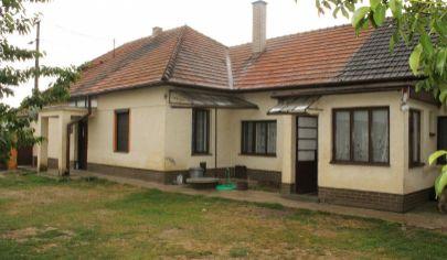 BOŠANY - 6 izbový rodinný dom, pozemok 1443 m2, okr. Partizánske