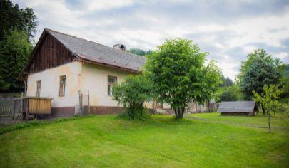 Pozemok (1129 m2) s domom Novoveská Huta