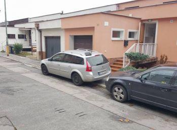 Reality Štefenec /ID-10569/ BA IV-Dúbravka, nový 4 izb. RD s garážou na prenájom Chrobákova ul., cena: 1500,-€ + energie(dohoda)