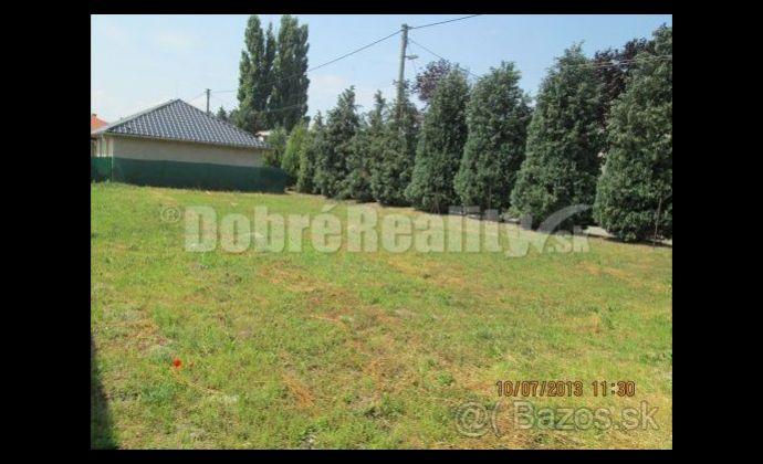 Na predaj 6 árovvý stavebný pozemok v Patinciach.