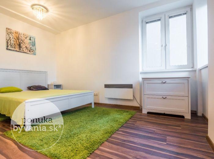 PREDANÉ - PRIEVOZSKÁ, 1-i byt, 41 m2 – kompletná rekonštrukcia, tehla, orientovaný DO TICHÉHO DVORA, výborná lokalita, VEĽMI NÍZKE NÁKLADY