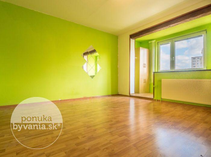PREDANÉ - ROVNIANKOVA, 1-i byt, 32 m2 – možnosť prerobiť podľa seba, ZATEPLENÝ dom, obľúbená lokalita, IHNEĎ VOĽNÝ, vhodné ako investícia