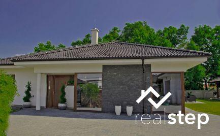 Luxusný rodinný dom na veľkorysom pozemku, v tichom, súkromnom prostredí na konci Rovinky