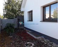 ZNIZENA CENA! Krásny 4 izbový rodinný dom s bazénom na veľkom pozemku v obci Mostová