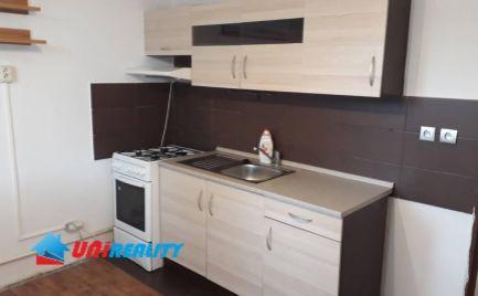 PREDANÉ ---  UHROVEC - 3 - izbový byt na predaj - kompletná rekonštrukcia - balkón - pivnica