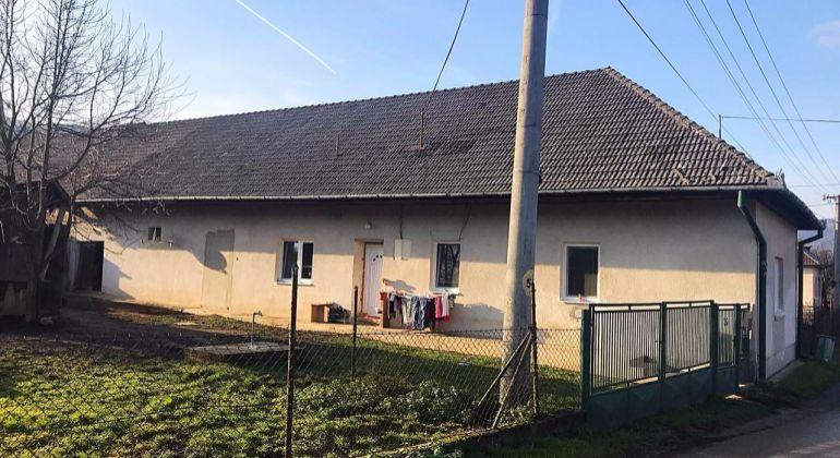 Slatina nad Bebravou - na predaj rodinný dom čiastočne zrekonštruovaný