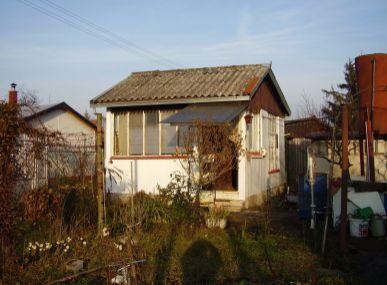 MAXFIN REAL – záhrada so záhradným domčekom v Leviciach.