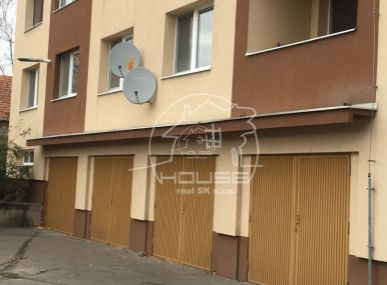 PREDAJ: garáž vbytovom dome, Školská ulica, Stupava