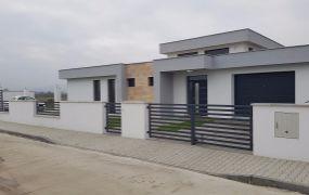 IBA U NÁS Vám ponúkame na predaj ultra moderný 4-izbový nízkoenergetický rodinný dom v obci Borčice.