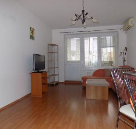 ZNÍŽENÁ CENA - Priestranný 2-izb, byt v novostavbe s balkónom a garážovým státím, CENA s PROVÍZIOU