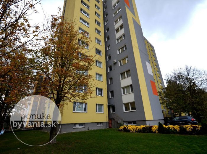 PREDANÉ - REPAŠSKÉHO, 3-i byt, 64 m2 – priestranný, kvalitná REKONŠTRUKCIA, možnosť ovplyvniť finalizáciu rekonštrukcie – V CENE BYTU, blízkosť MHD