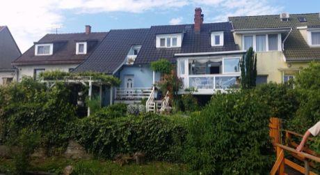 6 - izbový atypický rodinný dom 180 m2, pivnica, garáž , pozemok 426 m2 - Rajka