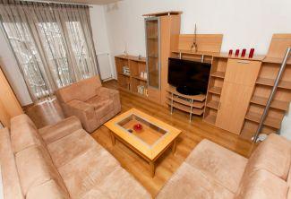 REZERVOVANÝ - Veľký tehlový dvojizbový byt v tichej zelenej lokalite