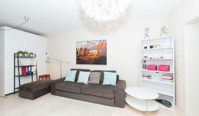 Presvetlený príjemný dvojizbový byt v OC Retro