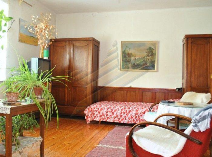 PREDANÉ - BERNOLÁKOVO, 3-i dom, 110 m2 - starší RD s garážou, zimnou záhradou, studňou, ŠIKOVNÝ POZEMOK 664 m2