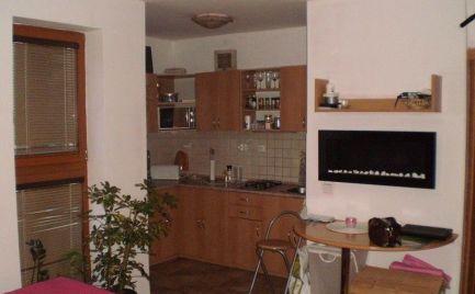 Zľava  Novostavba 1 izbový byt,  65 m2 s veľkou terasou a garážou, v B. Bystrici - širšie centrum  - cena 65 000€