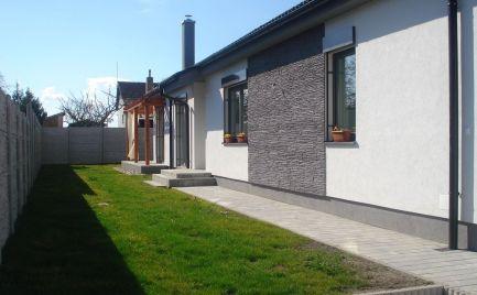 UŽ LEN VYBERTE ŠTANDARD A BÝVAJTE – komfortný 4 izb bungalov v tichej časti mesta Šamorín-Mliečno