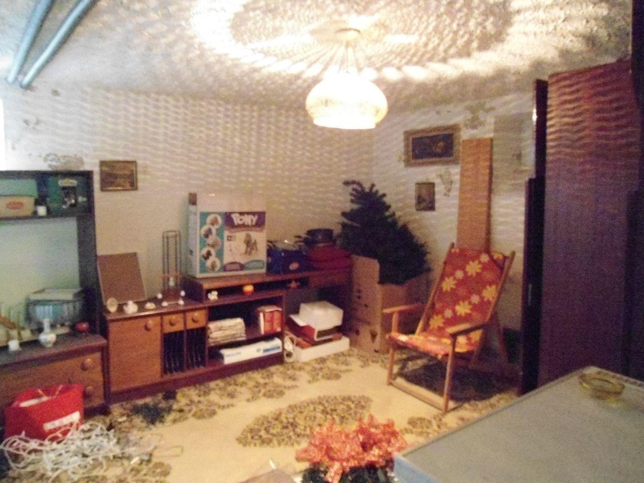 NR - RD Lužianky, po celkovej rekonštrukcii v r. 2002, 6 izieb, vybavenie a zariadenie v cene, celý podpivničený, všetky IS, 8,48 ár., sauna, malý baz